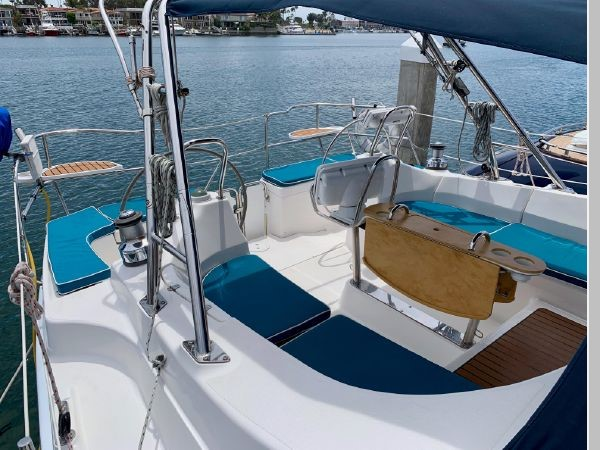 2011 HUNTER 45 Deck Salon Cruising/Racing Sailboat 2595074