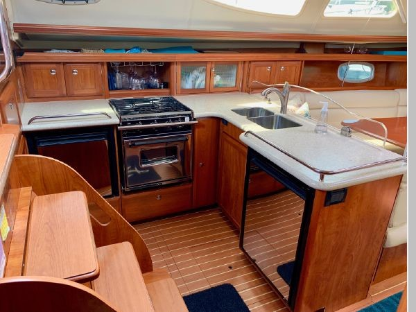 2011 HUNTER 45 Deck Salon Cruising/Racing Sailboat 2595092