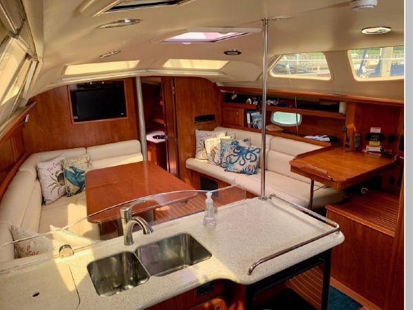 2011 HUNTER 45 Deck Salon Cruising/Racing Sailboat 2595096