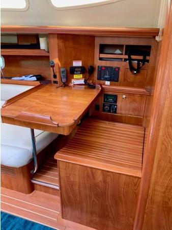 2011 HUNTER 45 Deck Salon Cruising/Racing Sailboat 2595097