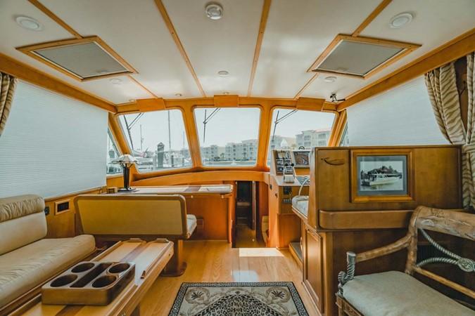 Salon forward 2007 CUSTOM Downeast Eastbay Style Cruiser 2597038