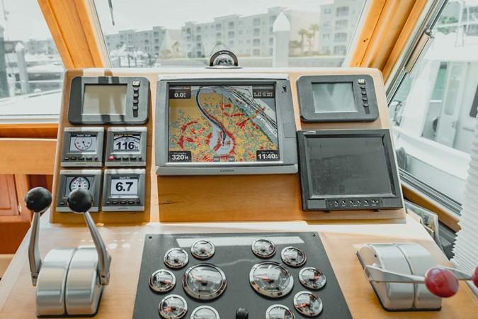 Helm Station 2007 CUSTOM Downeast Eastbay Style Cruiser 2597042