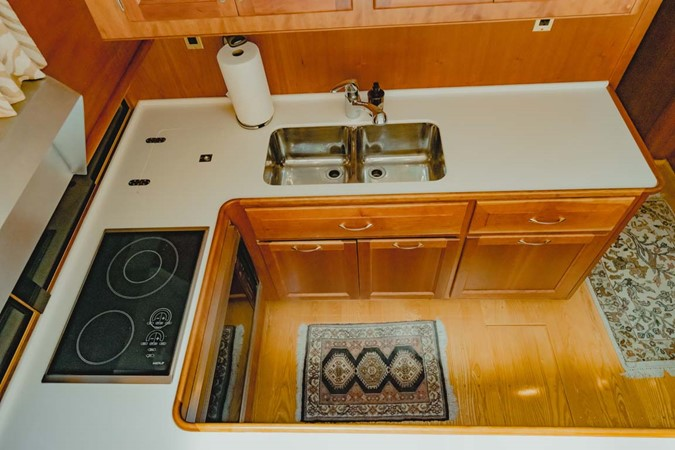Galley 2007 CUSTOM Downeast Eastbay Style Cruiser 2597044