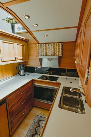 Galley 2007 CUSTOM Downeast Eastbay Style Cruiser 2597045