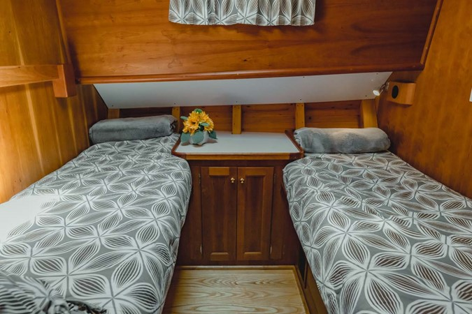 Guest Stateroom 2007 CUSTOM Downeast Eastbay Style Cruiser 2597049