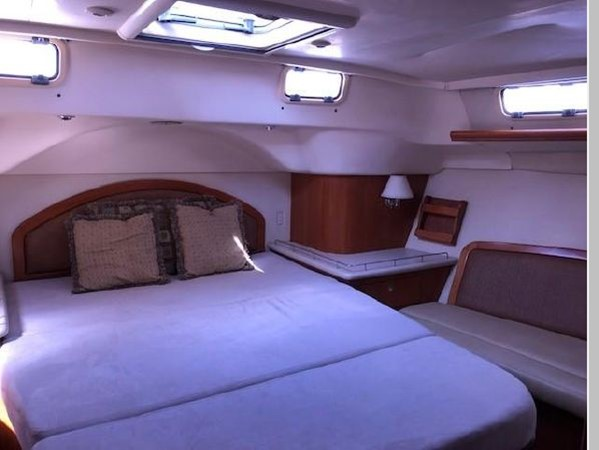 2006 HUNTER 45 Center Cockpit Cruising Sailboat 2597638