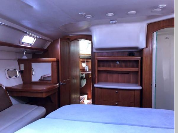 2006 HUNTER 45 Center Cockpit Cruising Sailboat 2597646
