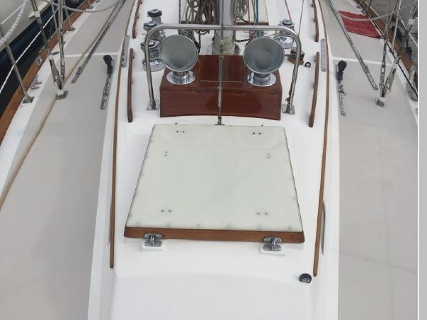 1989 HINCKLEY Sou'wester 42 Cruising Sailboat 2597826