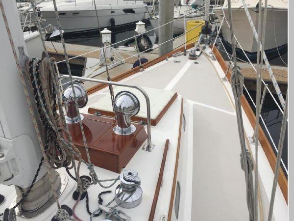 1989 HINCKLEY Sou'wester 42 Cruising Sailboat 2597829