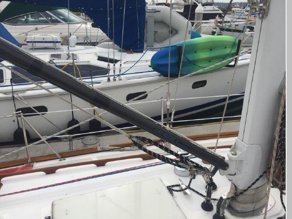 1989 HINCKLEY Sou'wester 42 Cruising Sailboat 2597831