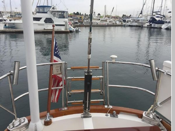1989 HINCKLEY Sou'wester 42 Cruising Sailboat 2597848