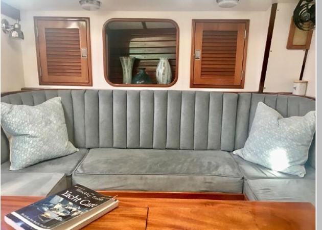 1989 HINCKLEY Sou'wester 42 Cruising Sailboat 2597858