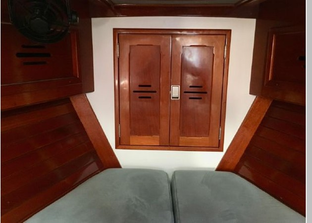 1989 HINCKLEY Sou'wester 42 Cruising Sailboat 2597872
