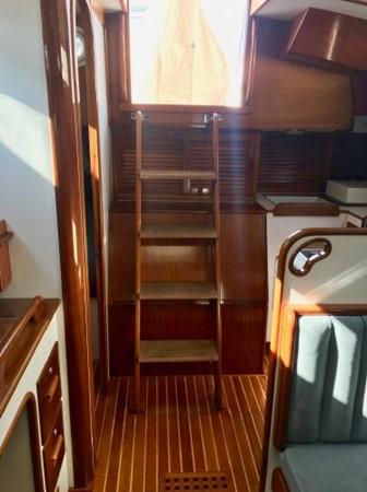 1989 HINCKLEY Sou'wester 42 Cruising Sailboat 2597882