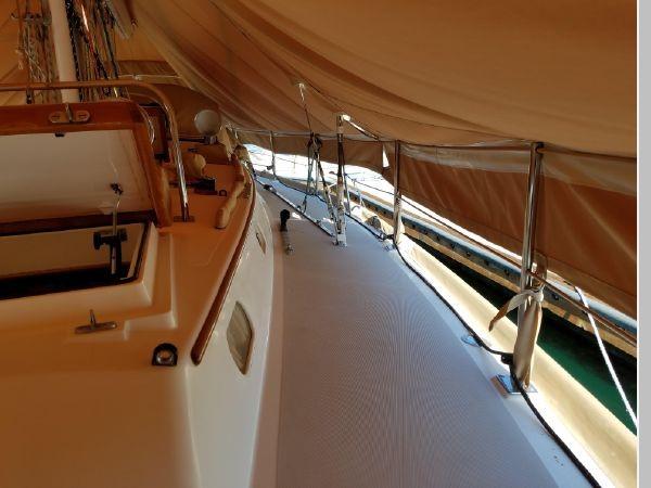 1989 HINCKLEY Sou'wester 42 Cruising Sailboat 2597891
