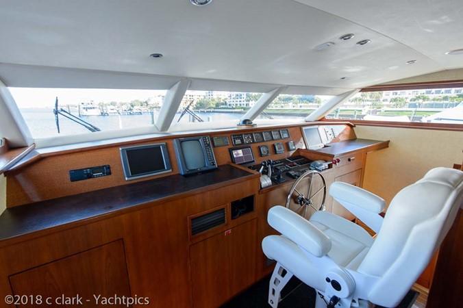 Pilothouse Helm 1999 BROWARD Motor Yacht Motor Yacht 2598504