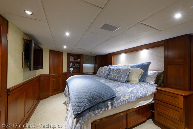 Master Stateroom 1999 BROWARD Motor Yacht Motor Yacht 2598525