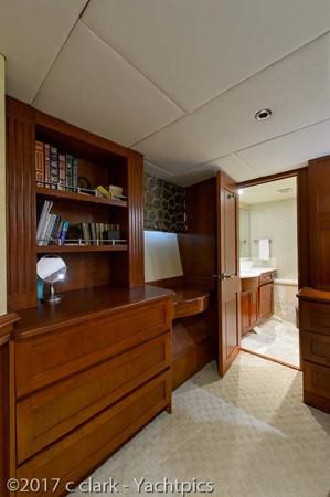 Master Stateroom 1999 BROWARD Motor Yacht Motor Yacht 2598530