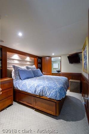 Starboard Guest Stateroom 1999 BROWARD Motor Yacht Motor Yacht 2598542