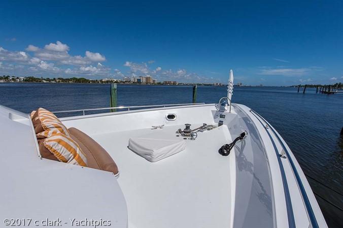 Starboard Foredeck 1999 BROWARD Motor Yacht Motor Yacht 2598558