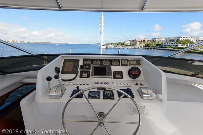 Flybridge Helm and Electronics 1999 BROWARD Motor Yacht Motor Yacht 2598564