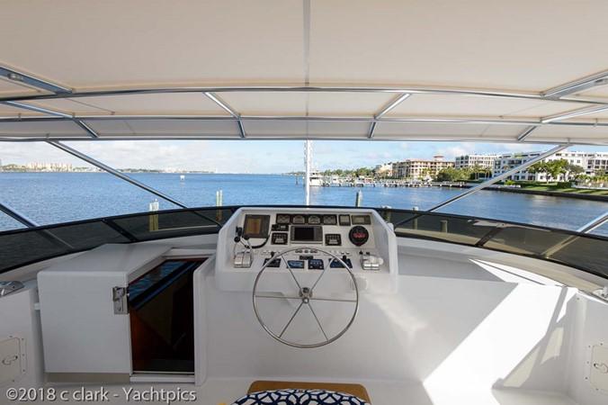 Flybridge Helm and Electronics 1999 BROWARD Motor Yacht Motor Yacht 2598565
