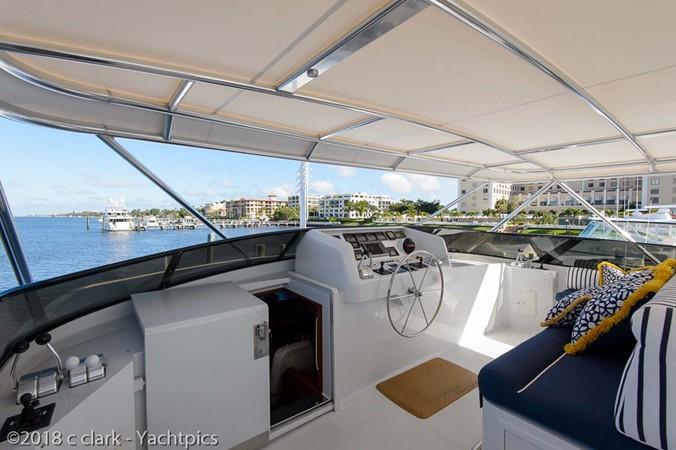 Flybridge Helm Deck 1999 BROWARD Motor Yacht Motor Yacht 2598566