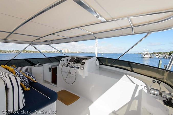 Flybridge Helm Deck 1999 BROWARD Motor Yacht Motor Yacht 2598568