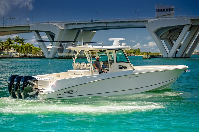 2014 BOSTON WHALER Outrage Center Console 2598470