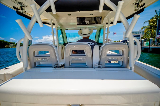 2014 BOSTON WHALER Outrage Center Console 2598488