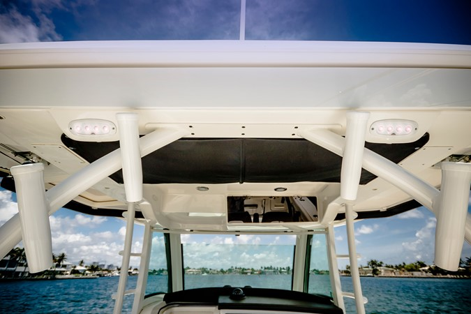 2014 BOSTON WHALER Outrage Center Console 2598490