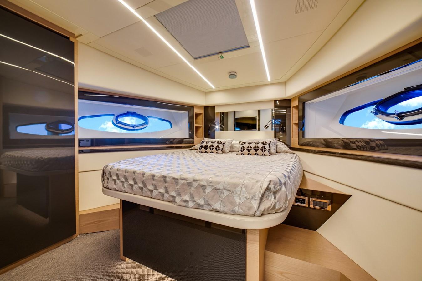 VIP Stateroom 2017 PERSHING Motor yacht Motor Yacht 2707149