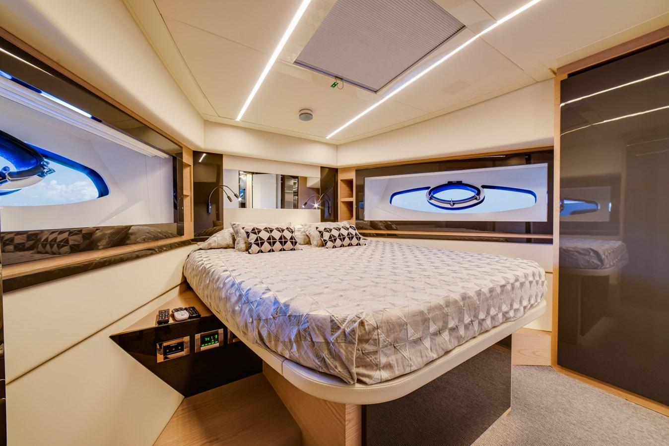 VIP Stateroom 2017 PERSHING Motor yacht Motor Yacht 2707150