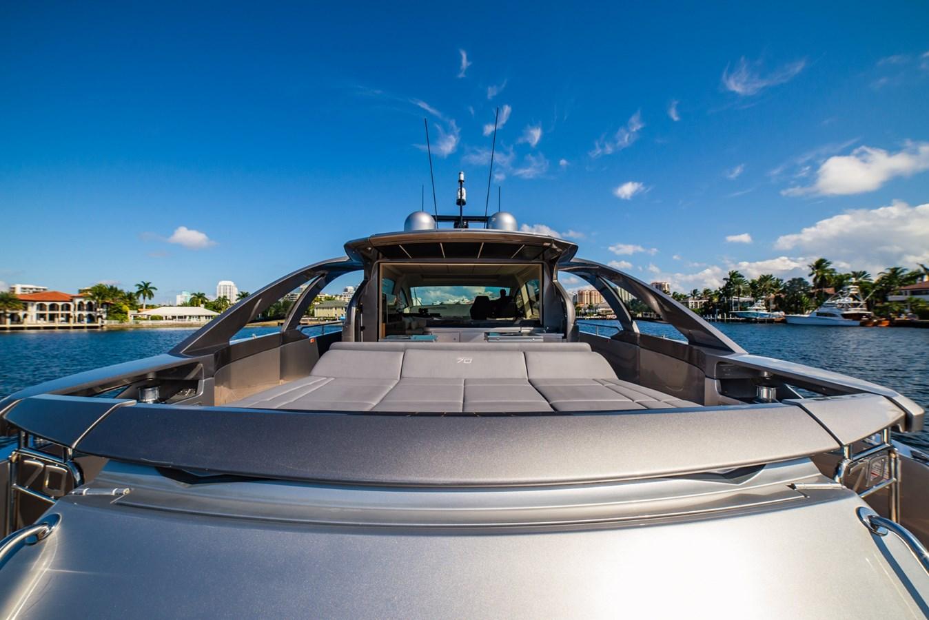 Stern  2017 PERSHING Motor yacht Motor Yacht 2717026