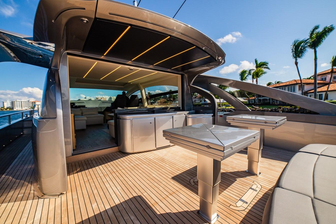 Aft Deck  2017 PERSHING Motor yacht Motor Yacht 2717028