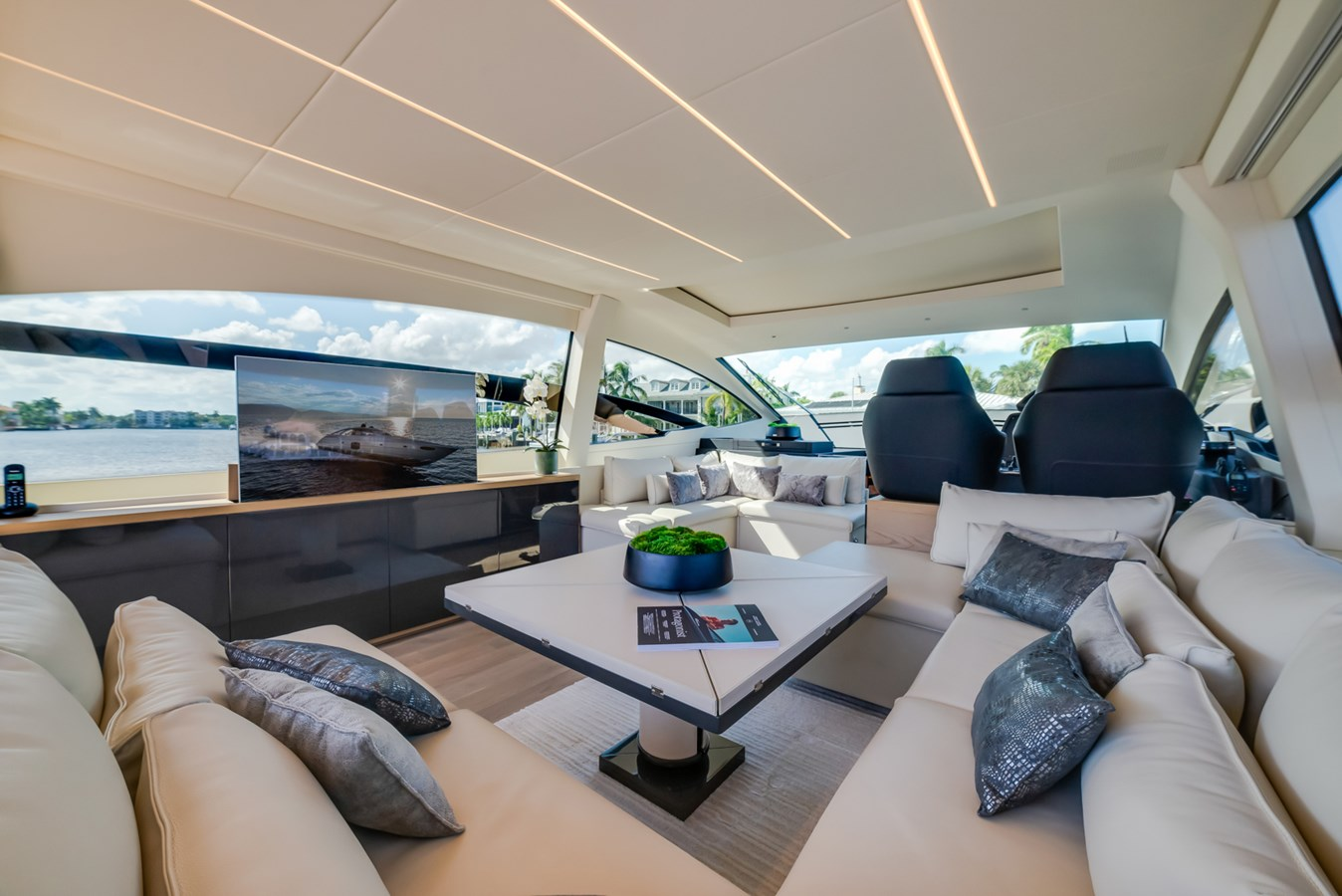 Salon  2017 PERSHING Motor yacht Motor Yacht 2717073