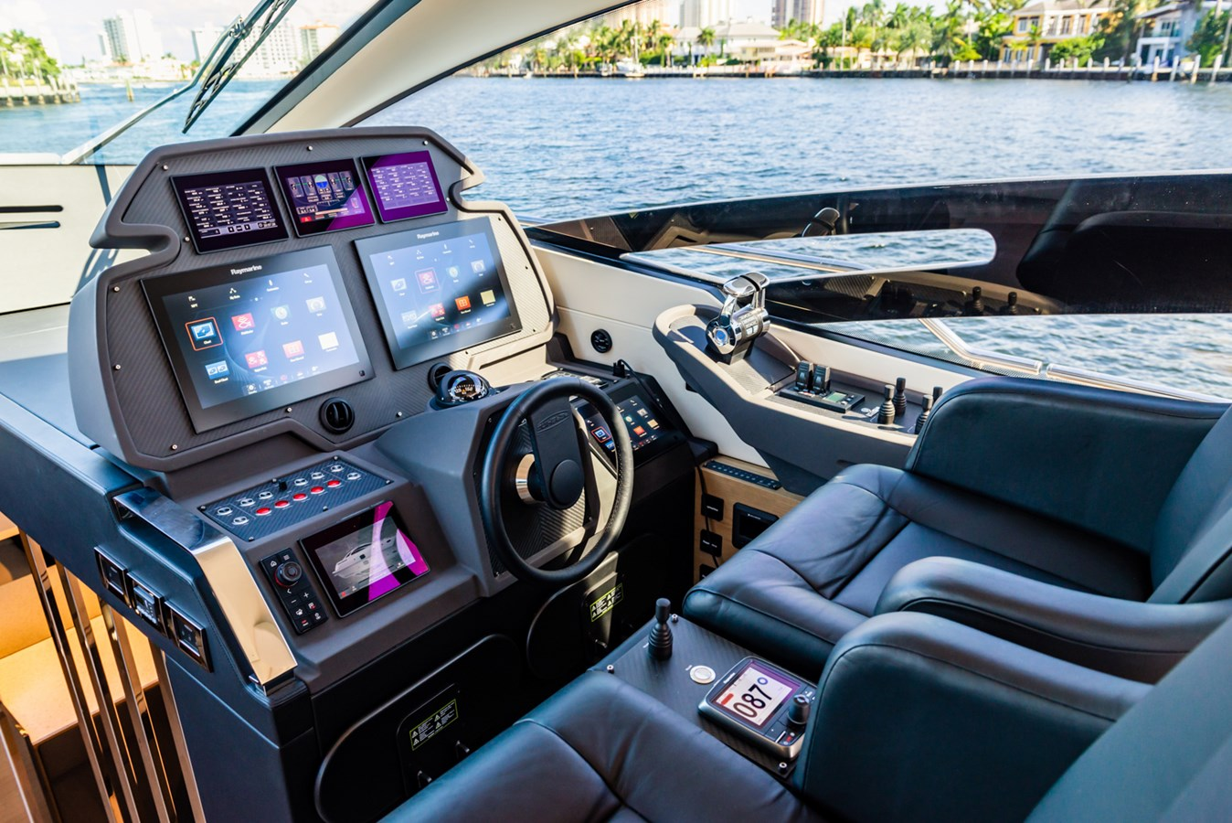 Helm  2017 PERSHING Motor yacht Motor Yacht 2717264