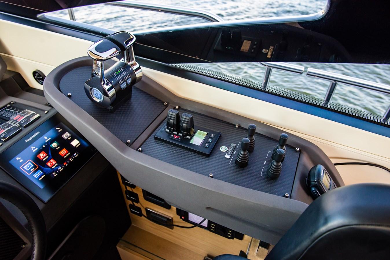 Helm  2017 PERSHING Motor yacht Motor Yacht 2717266
