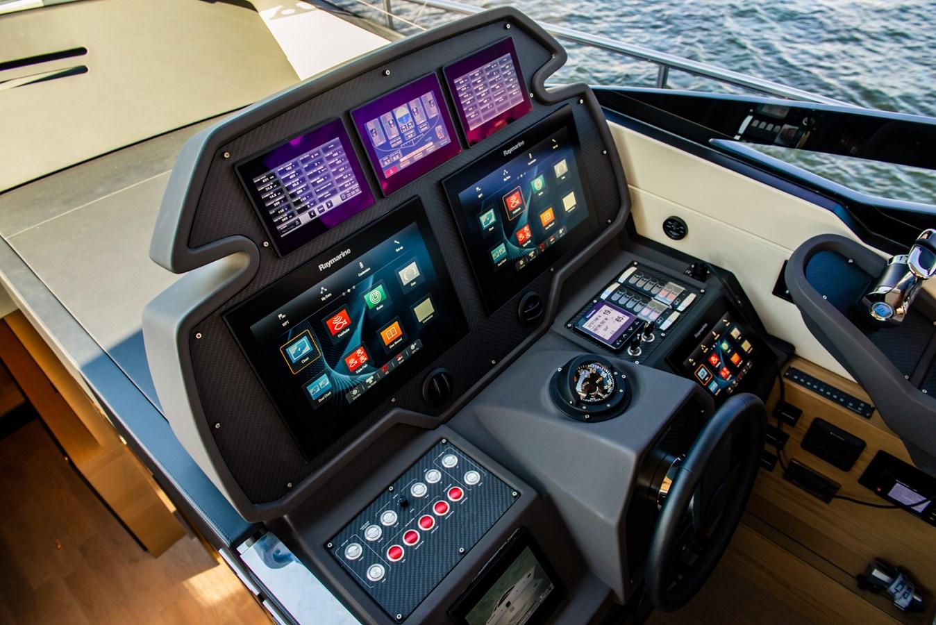 Helm  2017 PERSHING Motor yacht Motor Yacht 2717267