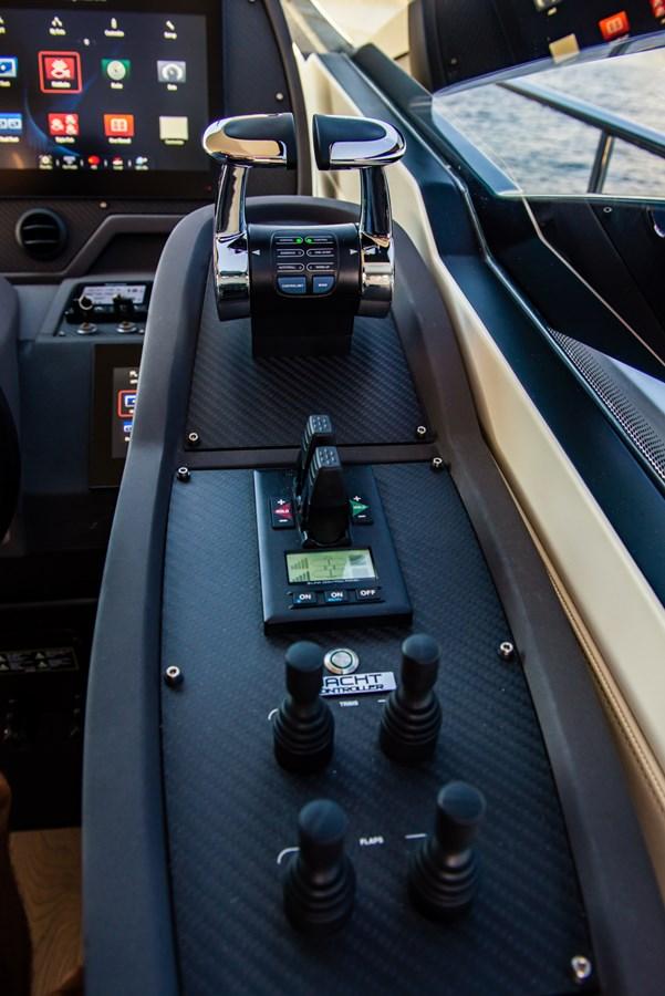 Helm  2017 PERSHING Motor yacht Motor Yacht 2717268