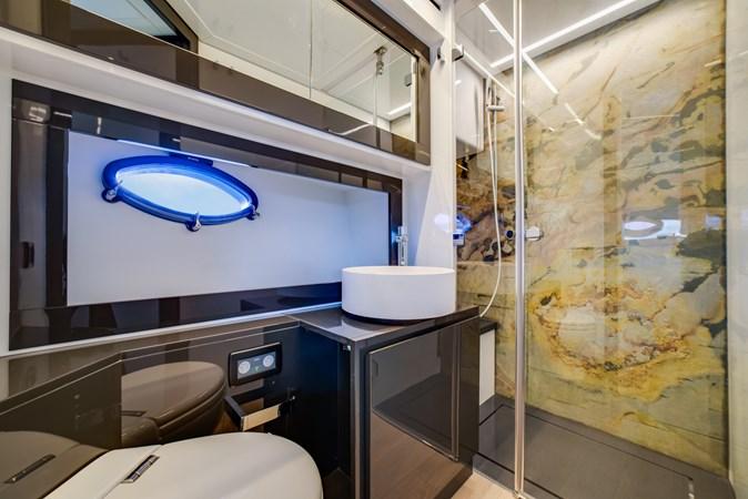 VIP Head 2 2017 PERSHING Motor yacht Motor Yacht 2707153