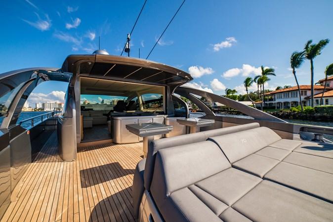 Stern 3 2017 PERSHING Motor yacht Motor Yacht 2717025