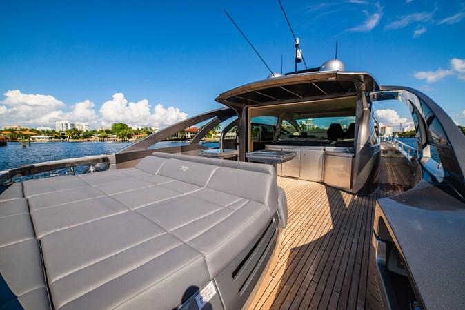 Stern 2 2017 PERSHING Motor yacht Motor Yacht 2717027