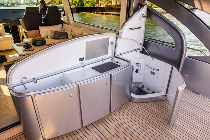 Aft Deck 7 2017 PERSHING Motor yacht Motor Yacht 2717035
