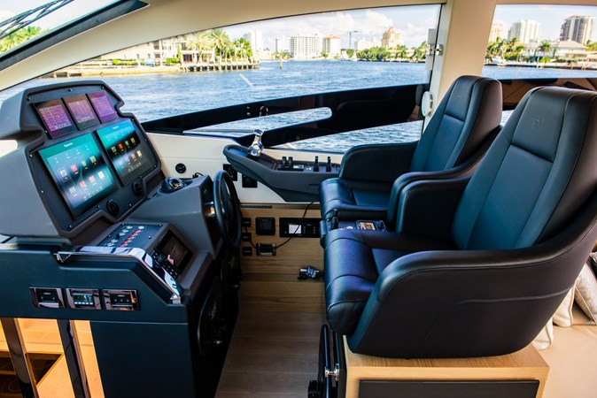 Helm 4 2017 PERSHING Motor yacht Motor Yacht 2717263
