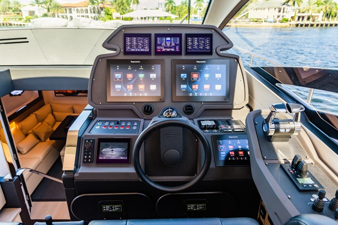 Helm 3 2017 PERSHING Motor yacht Motor Yacht 2717265