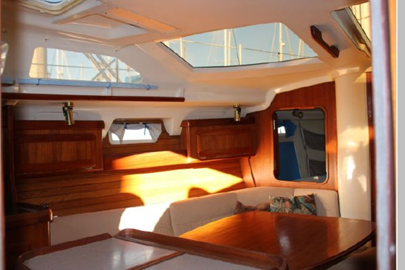 1993 HUNTER Vision 36 Cruising Sailboat 2599490