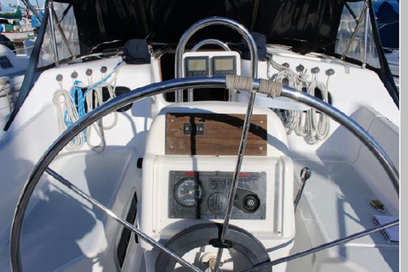 1993 HUNTER Vision 36 Cruising Sailboat 2599520