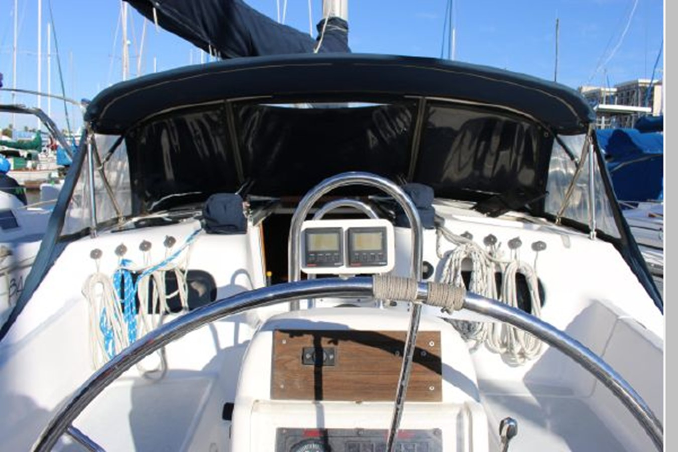 1993 HUNTER Vision 36 Cruising Sailboat 2599521