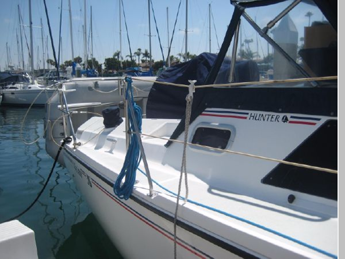 1993 HUNTER Vision 36 Cruising Sailboat 2599550